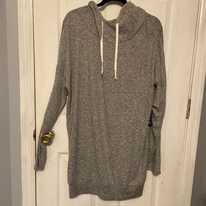 Long sleeve light sweatshirt with tags